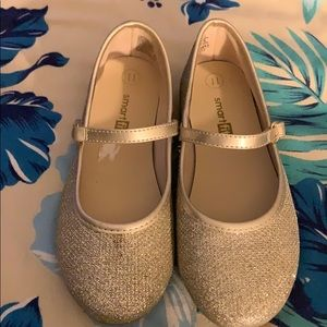 Gold Smart Fit Shoe For Girls Size 11